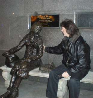 Steve says hello to Eleanor Rigby