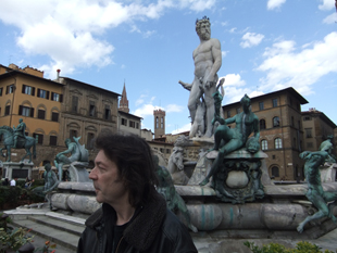 Steve amidst the statues of Florence