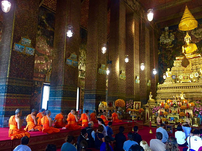 Monks chanting in Wat Pho, Bangkok